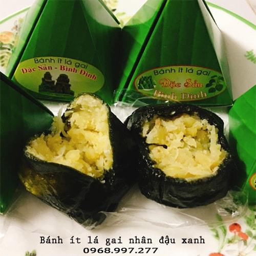 Bánh ít lá gai nhân đậu xanh Bình Định